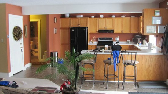 Woodland Gardens Bed & Breakfast: Kitchen