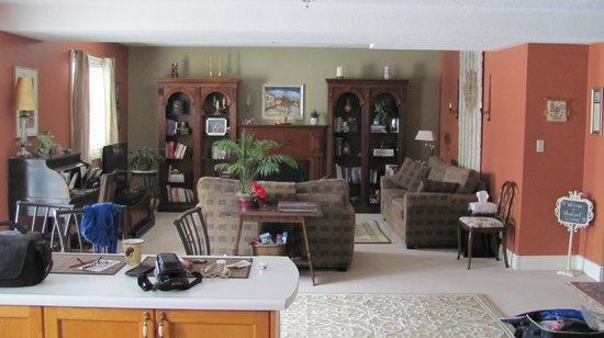 Woodland Gardens Bed & Breakfast: Livingroom