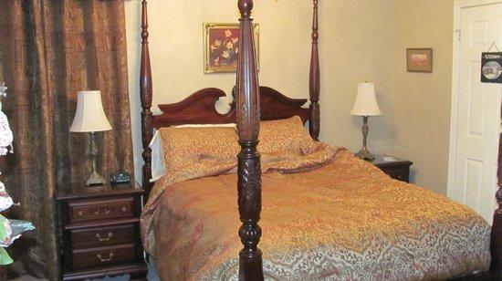 Woodland Gardens Bed & Breakfast: bedroom 1