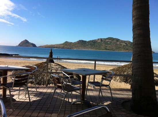 Las Flores Beach Resort : From breakfast in the morning