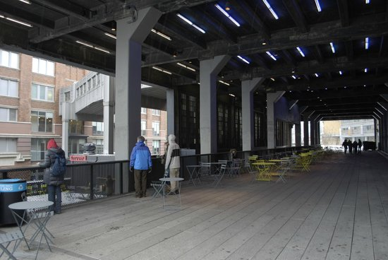 High Line: Seating area under building