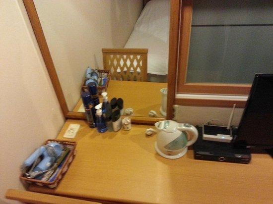 Hotel Angel: Amenities in room