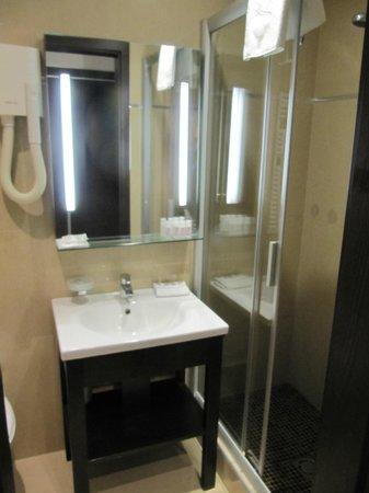 Hotel President Budapest: shower