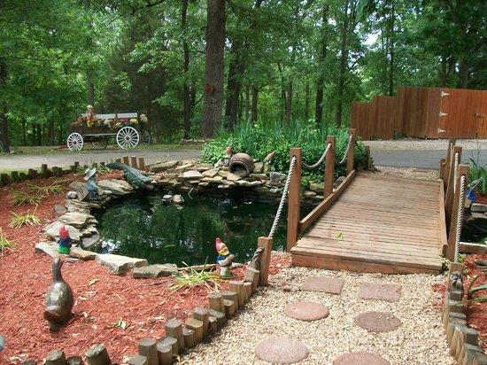 Shady Acre Motel: Gold Fish Pond