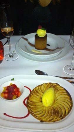 Brasserie Degas: Tarte Tartin og Chokolade fondant begge med hjemmelavet is