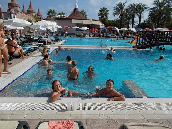 Aydinbey Famous Resort: Enjoying the jacuzzi