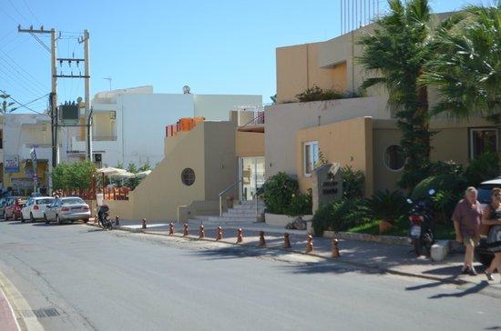 Nefeli Hotel : Hotel from outside