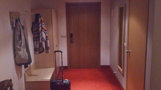 Segevold Hotel: Room 220 - entrance