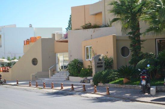 Nefeli Hotel : Hotel from the outside