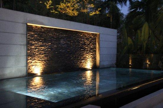 The Pavilions Phuket : бассейн ночью