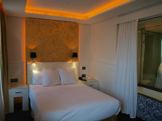 Gran Melia Colon: Smallish bed and room
