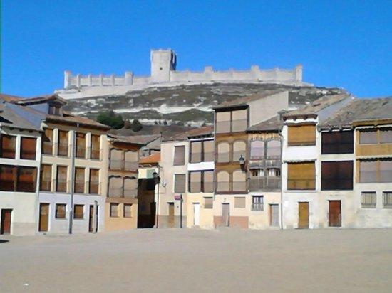 Plaza del Coso: El Castillo desde la Plaza