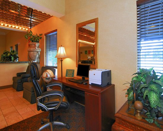 Quality Suites I-240 East-Airport: Business Center