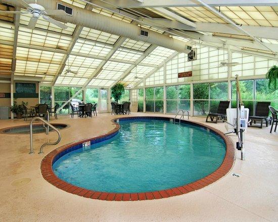I-240 東機場品質套房飯店照片