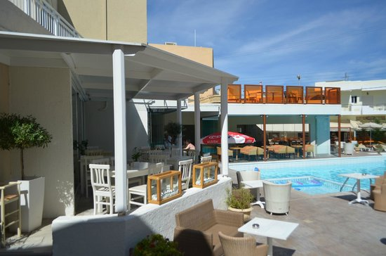 Nefeli Hotel : Pool and dining ares