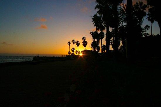 Estero Beach Hotel & Resort: Puesta de sol Vista a la playa