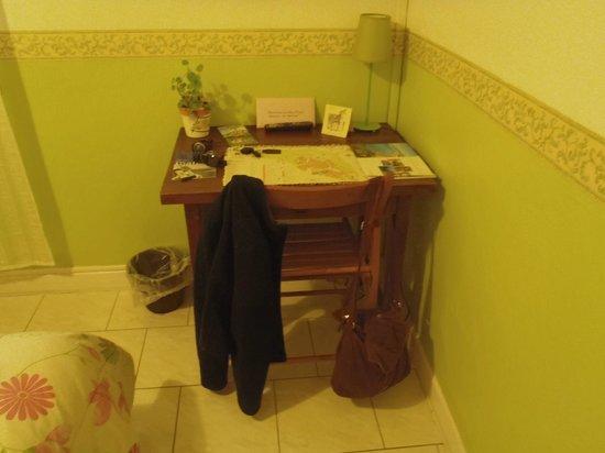 Hotel Le Mas Fleuri : room