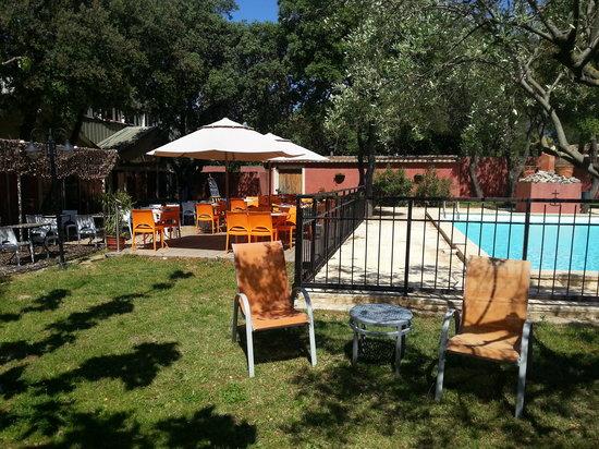 L Ace : terrasse et piscine