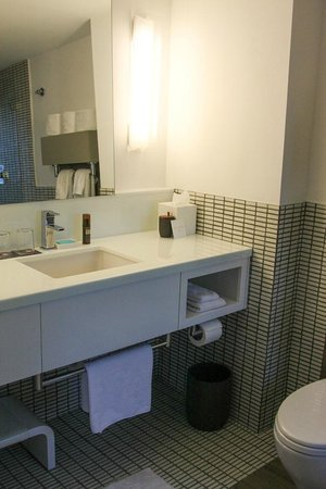 Royal Palm South Beach Miami, A Tribute Portfolio Resort : enough counter space