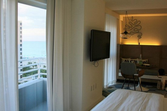 Royal Palm South Beach Miami, A Tribute Portfolio Resort : clean room