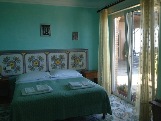 Alle Ginestre Capri Bed & Breakfast: Our room