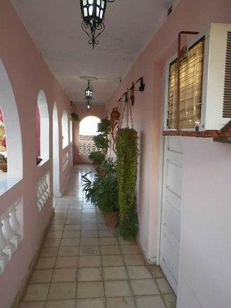 Casa Lili y Carlos : hall leading to room at front of casa