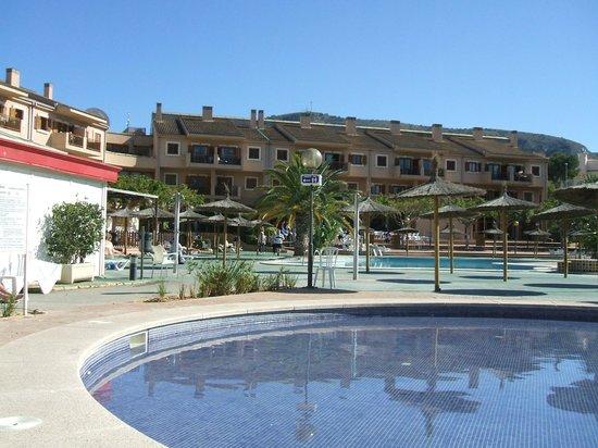 Albir Garden Resort: around pool