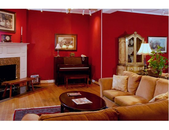 The Country Inn of Berkeley Springs: Gallery Room