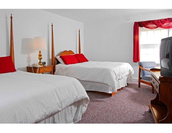 The Country Inn of Berkeley Springs : West Inn Guest Room