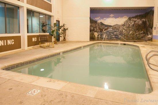 Venture Inn: Pool and Hot Tub