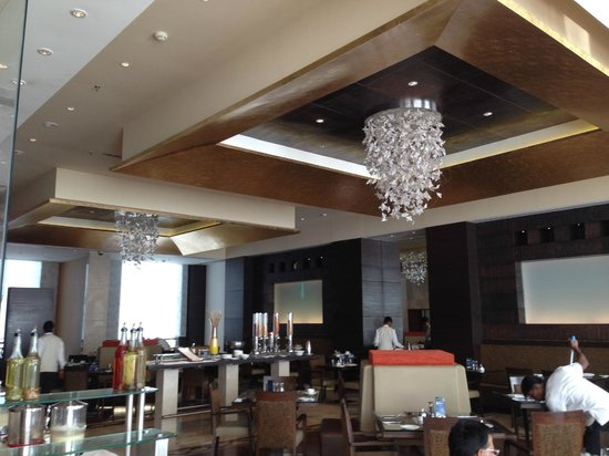 Radisson Blu Hotel Ahmedabad: Breakfast Buffet at Restaurant