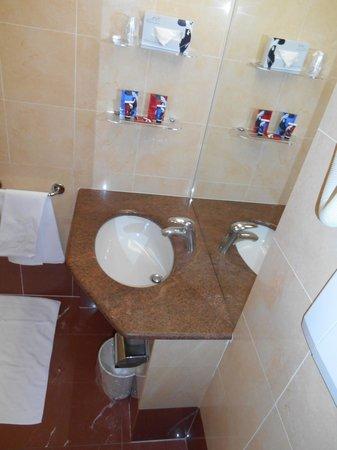 ADI Hotel Poliziano Fiera: bathroom