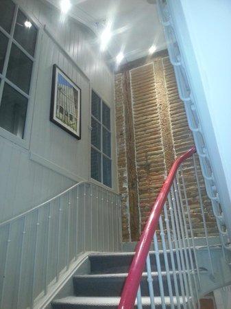 Hotel des Arts : escalier