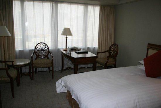 Jin Jiang Tower Hotel: Рабочий уголок