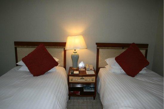 Jin Jiang Tower Hotel: Удобные кровати