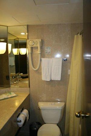 Jin Jiang Tower Hotel: Маленькая Ванная комната