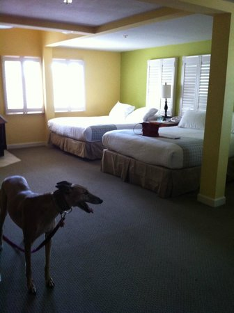 Wine Valley Inn & Cottages : Room 214 (partial view of room)