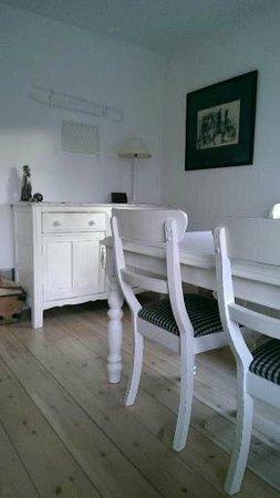 Valley Cottage: Breakfast area