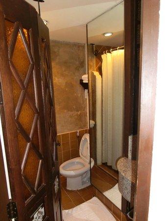 Chiang Mai Gate Hotel : De badkamer