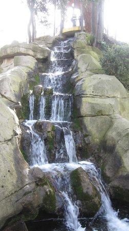 María-Luisa-Park: водопад