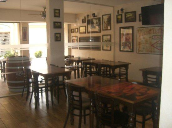 Gastrobar La Taverna: Sala barra