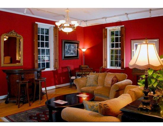 The Country Inn of Berkeley Springs : Gallery Room
