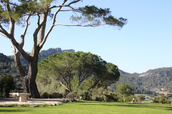 Finca Hotel Son Palou: Blick aus dem Haus ins Gebirge