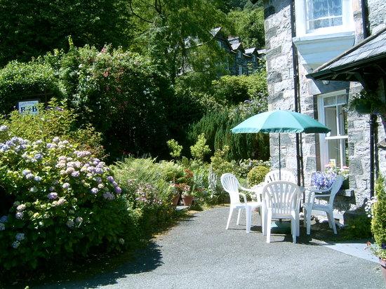 Garth Dderwen Guest House: Garden