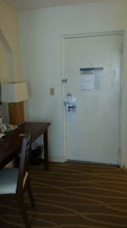 Hilton Key Largo Resort : entry door was filthy