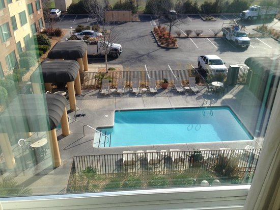 Oxford Suites Chico: View from Room 425