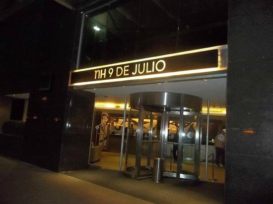 NH Buenos Aires 9 de Julio: entrada del hotel