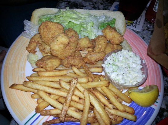 Smokin Oyster Brewery: Shrimp Po'boy