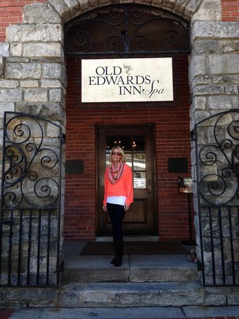 Old Edwards Inn and Spa: Entrance to the Inn
