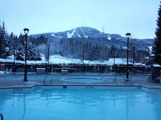 Fairmont Chateau Whistler Resort: Heated outdoor pools